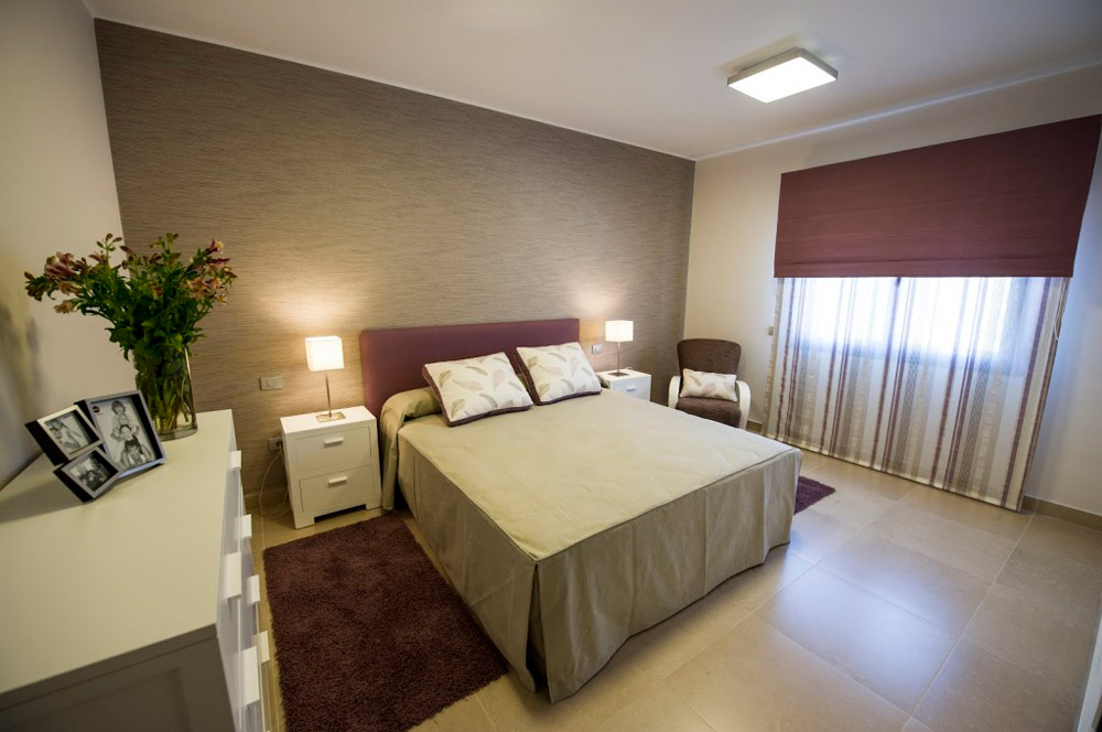 chalet-ciudad-jardin-dormitorio-beige-rosa